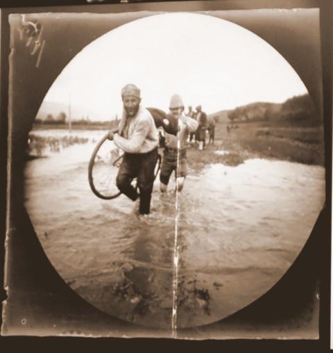 Allen & Sachtleben river crossing - circa 1892